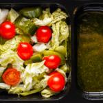Салат из свежих овощей с мятным соусом